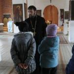 Дети из приюта-распределителя г. Рошали в Крестовоздвиженском храме поселка Мишеронский
