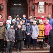 Учащиеся школы № 13 в Покровском храме села Осеченки